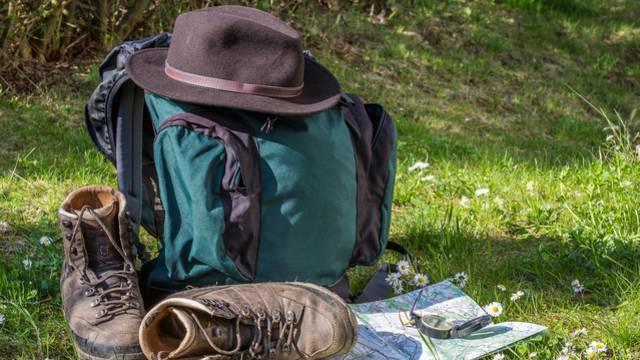 Sac et chaussures de randonnée