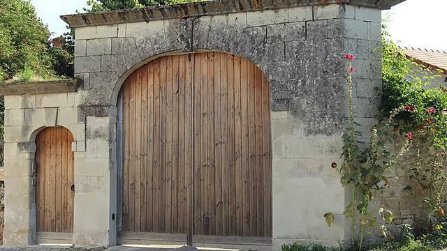 Porche rue du lycee à Thuré
