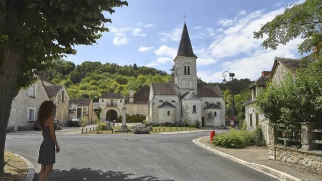 Leugny Place de l'Église