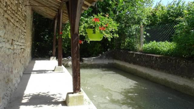 Le lavoir alimenté par le ruisseau du Mâble ©Clarisse Lorieux