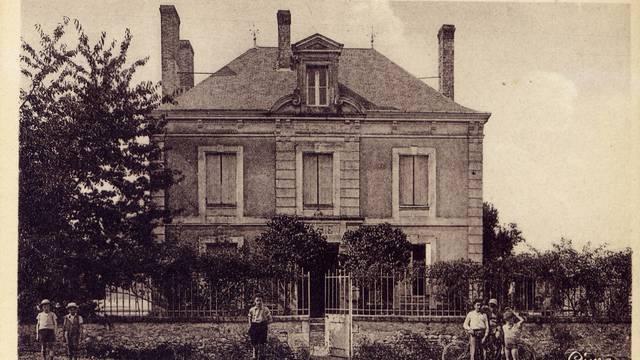 Leigné-sur-Usseau - Mairie - Ecole - Carte postale ancienne