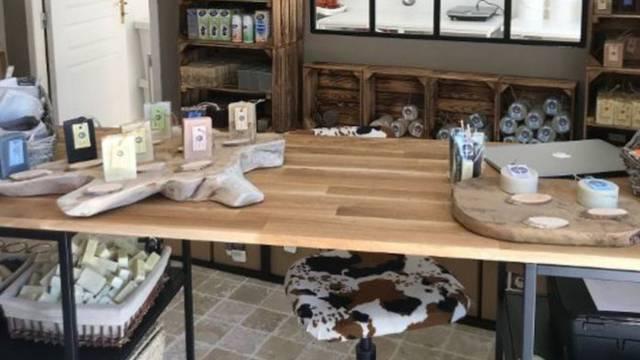 Visite d'un atelier de fabrication de savon