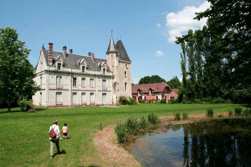 chateau de monthoiron