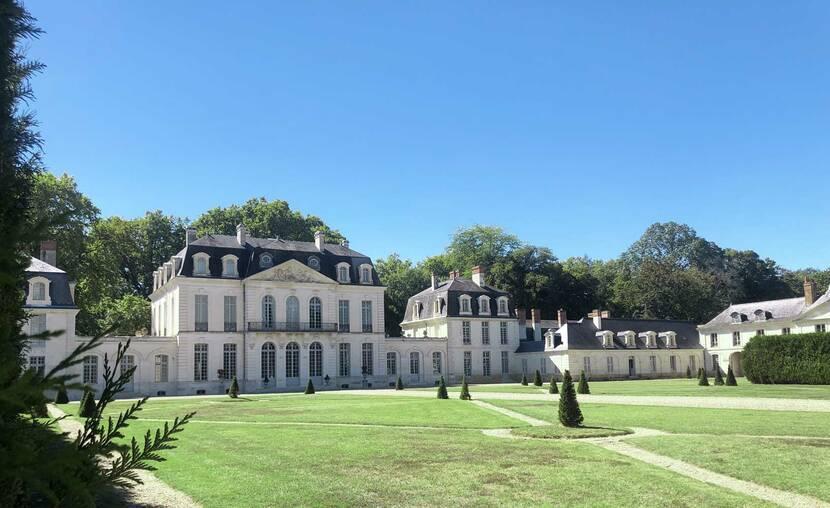 La cour d'honneur du château des Ormes