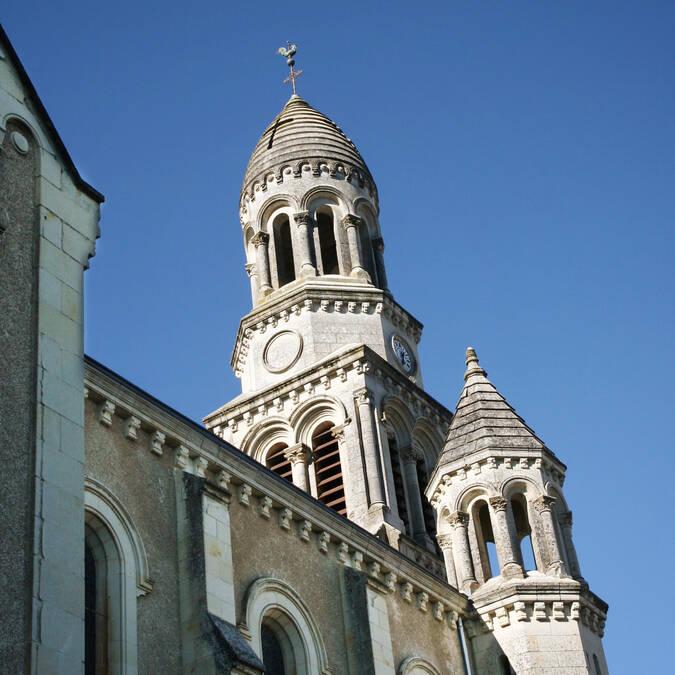 Clocher néo-byzantin de l'église des Ormes