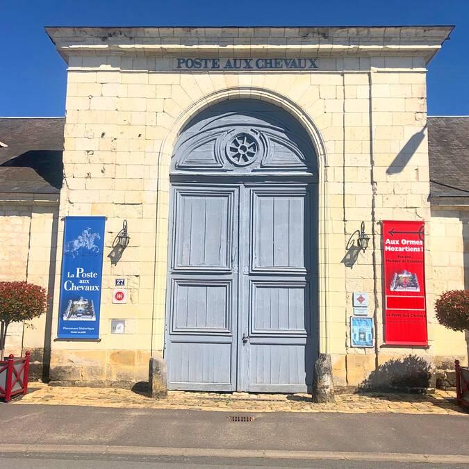 La porte cochère de la Poste aux Chevaux