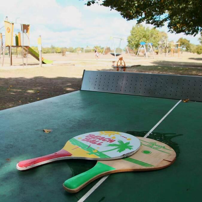 Ping-pong et aire de jeux au parc de Crémault