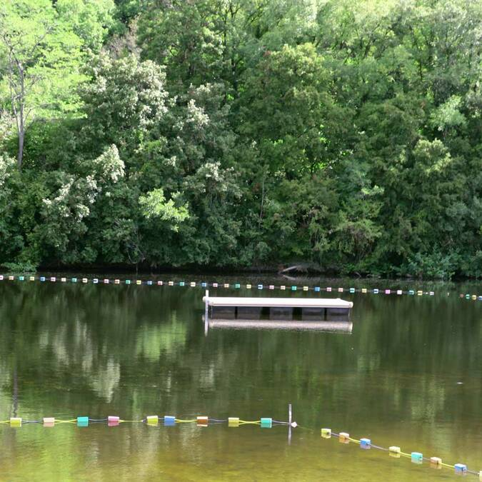 Le ponton : plaisir de la baignade en rivière