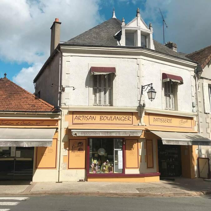 La boulangerie pâtisserie Choquet sur la place de Bonneuil-Matours