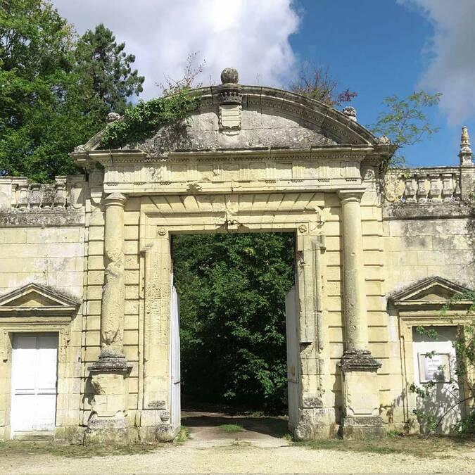 Le portail classé du château de Crémault