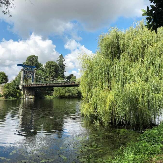 Le pont suspendu de Bonneuil-Matours