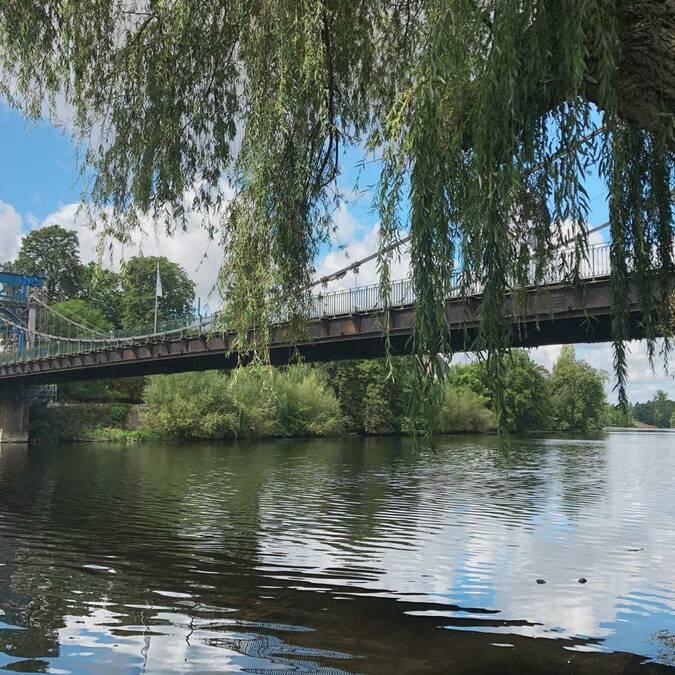 Le pont suspendu type Eiffel de Bonneuil-Matours